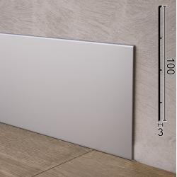 Плоский плинтус алюминиевый напольный Sintezal P-102, высота 10 см.