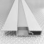 Белый алюминиевый плинтус со светодиодной подсветкой Sintezal P-89LEDW, высота 60мм.